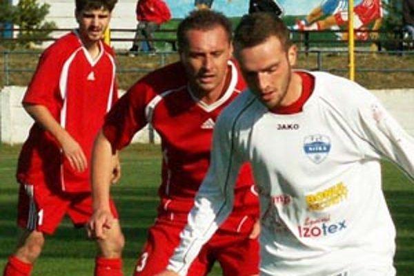 Milan Šándor (v strede) by mal byť hrajúcim trénerom Vrábeľ.