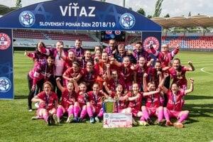 Bardejovské futbalistky sa vsezóne 2018/2019 tešili zo zisku Slovenského pohára.