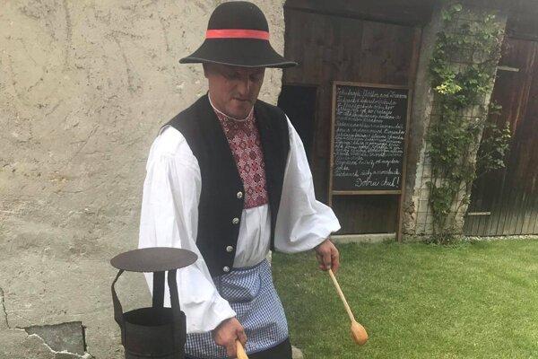 Jaroslav Rechtorík j majstrom sveta vo varení halušiek. Svoje výborné halušky navaril v Kláštore pod Znievom aj hodnotiacej komisii.