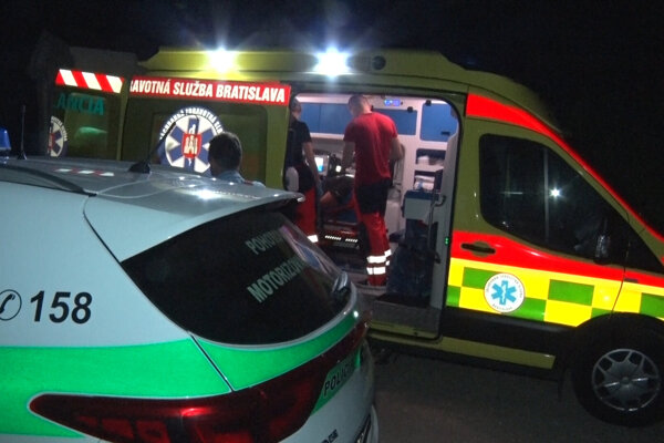Mareka odviezla sanitka na ošetrenie do nemocnice.