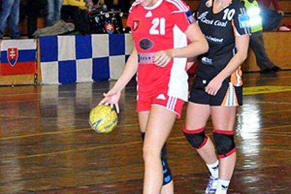 Po operácii kolena sa na palubovky vrátila Simona Szarková.