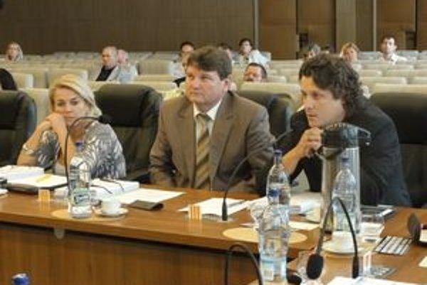 Poslanec Zsolt Takáč(vpravo).