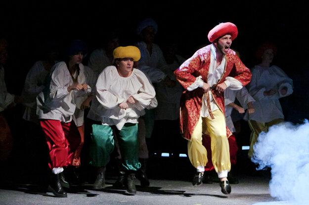 Nádherné kostýmy do divadelnej hry navrhla Silvia Čechová.