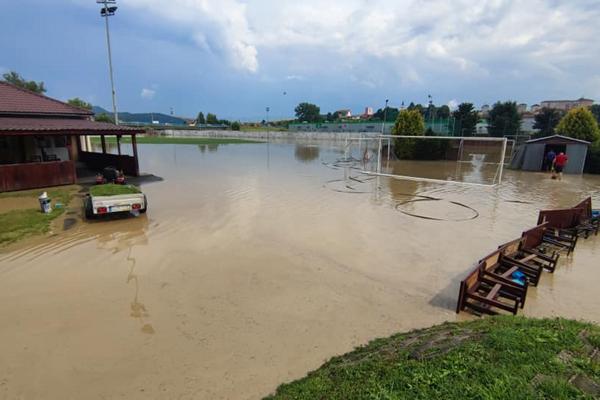 Ešte v pondelok bol v Starej Ľubovni vyhlásený III. stupeň povodňovej aktivity.