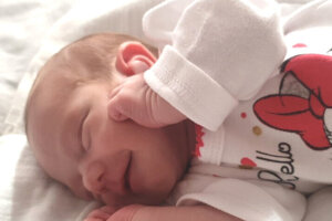 Tanya Hofer (2100 g a 46 cm) sa narodila v levickej nemocnici 30. júna rodičom Magdaléne Hőnyiovej a Martinovi Hoferovi.