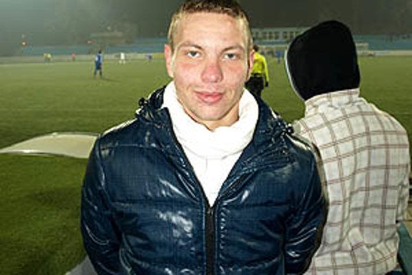 Denis Čery sledoval druhý polčas zápasu už prezlečený v civile.
