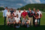 Všetkých jedenásť osobností si prevzali ďakovné uznanie za mimoriadne zásluhy o rozvoj futbalového klubu Tempo Partizánske.