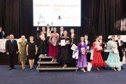 Na stupňoch víťazov spohármi majstrovský pár Tamás Kristóf Kis aMária Nagyová.