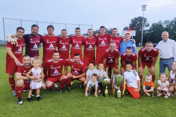 Futbalisti Klasova vyhrali turnaj o Pohár primátora Vrábeľ na Dyčke.