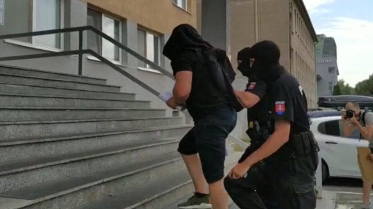 Takáčovca Dömötöra po výsluchu na policajnej inšpekcii obvinili - SME