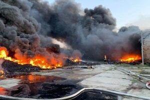 Požiar skladovej haly, v ktorej sú pneumatiky v obci Palárikovo.