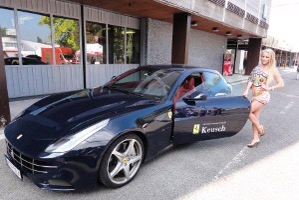 Čierny krásavec z dielne Ferrari.
