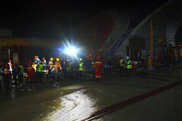 Záchranárom sa nepodarilo zachrániť ani jedného z nezvestných robotníkov.