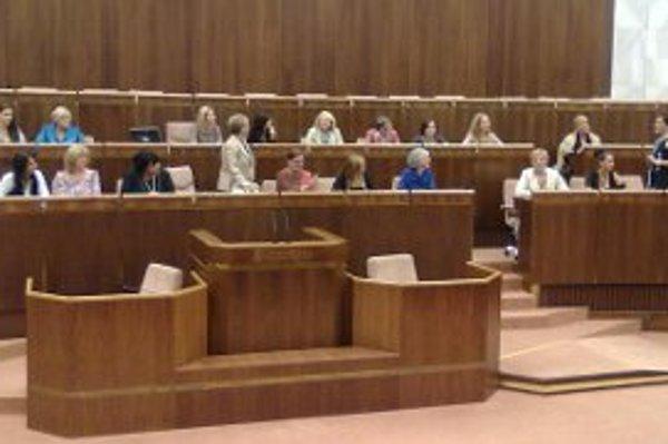Výnimočné ženy zo všetkých krajov Slovenska sa stretli v parlamente.