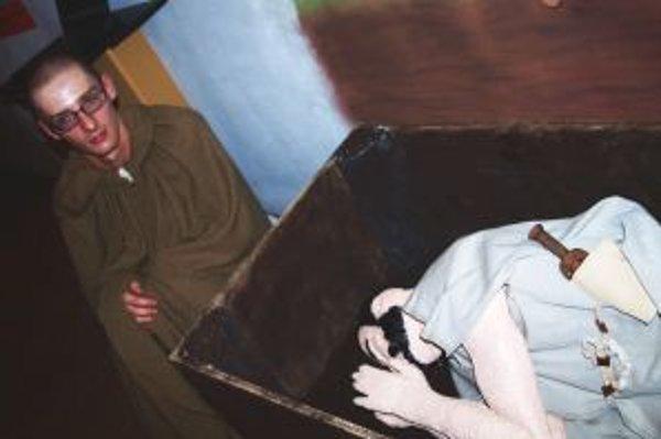 Adrián Takáč vo svojom stanovisku demonštroval spôsob pochovávania mŕtvych.