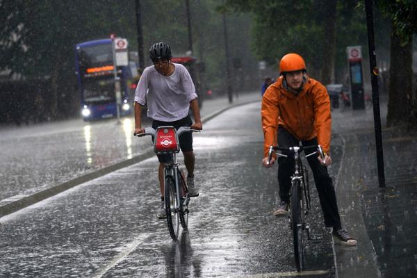 Londýn zasiahli silné dažde.