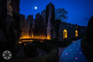 Francúzsky park Bojnického zámku vo večerných hodinách.