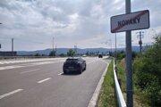 Cesta medzi Prievidzou a Novákmi.