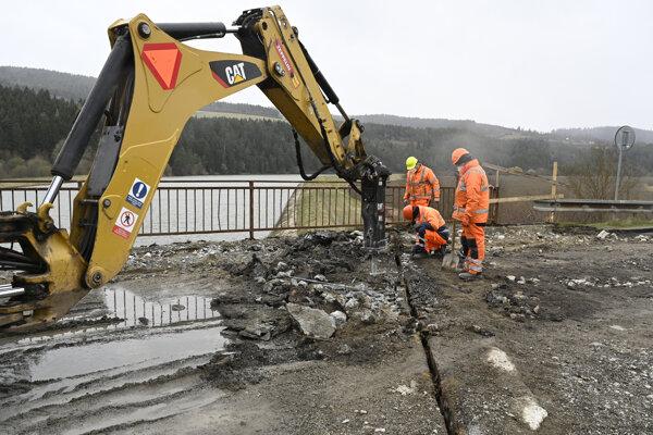 Rekonštrukcia mosta Podvažie ide podľa harmonogramu.