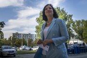 Predsedníčka strany Za ľudí Veronika Remišová prichádza na predsedníctvo strany v Bratislave.