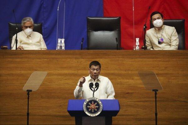 Prezident Rodrigo Duterte počas prejavu vo filipínskom senáte.