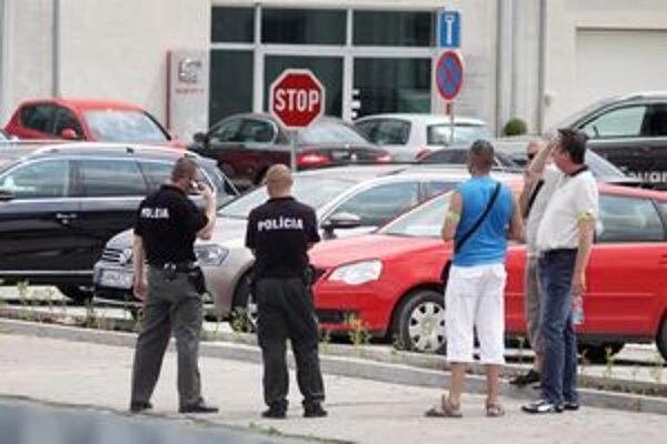 Polícia na mieste streľby na Vasarába z RPG - ručnej protitankovej zbrane.
