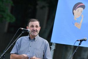Evanjelický teológ Ondrej Prostredník počas verejnej manifestácie s názvom Za očkované Slovensko.