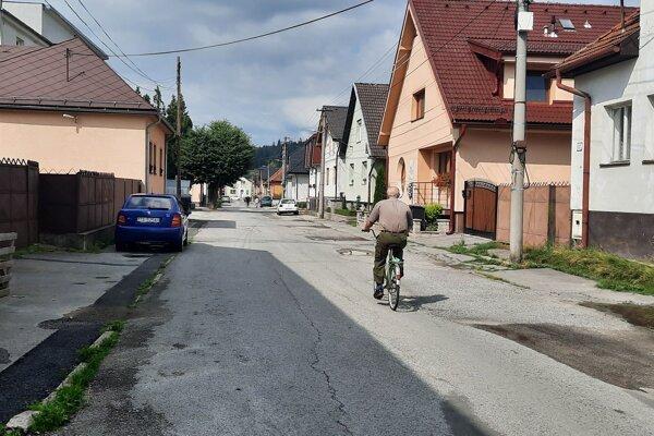 Niektoré cesty v Trstenej už rekonštrukciu naozaj potrebujú.