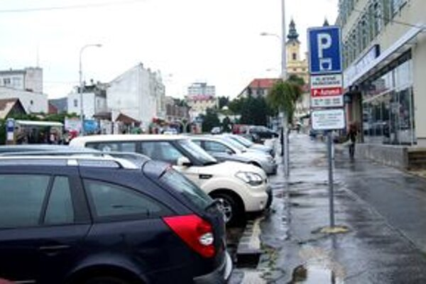 Parkovanie je spoplatnené aj na Palárikovej ulici v centre mesta.