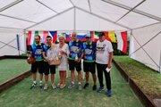 Víťazný tím z Talianska spolu s primátorkou Lučenca