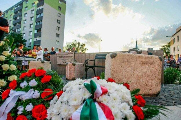 Pamätník vysídlenia Maďarov odhalili v Šamoríne.