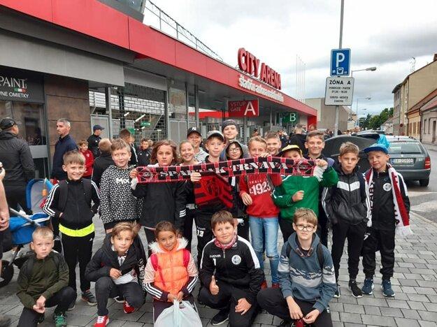 Fandiť Spartaku prišli deti z viacerých klubov, nechýbali ani najmenší futbalisti z Dolnej Krupej.