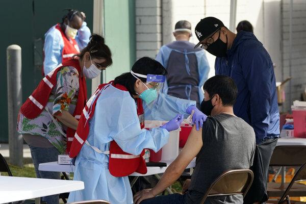 Očkovanie proti Covidu-19 v Kalifornii.
