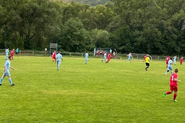 Futbalisti Poviny v prvom zápase siedmej ligy.