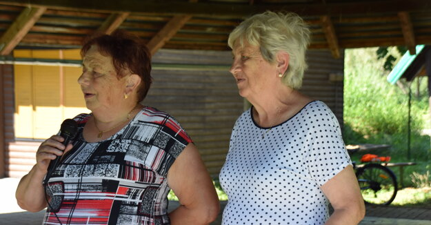 Štefánia Heglasová a Mária Lučanová privítali všetkých členov.