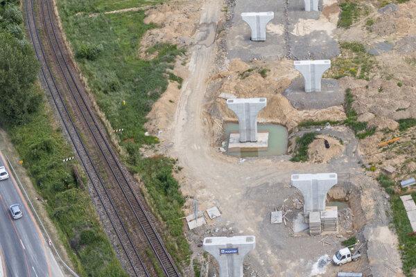 Z jedenástich mostných objektov je aktuálne zrealizovaný päť mostných objektov.