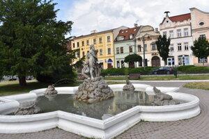 Neptúnovu fontánu v Prešove dal z vďaky postaviť M. Holländer.