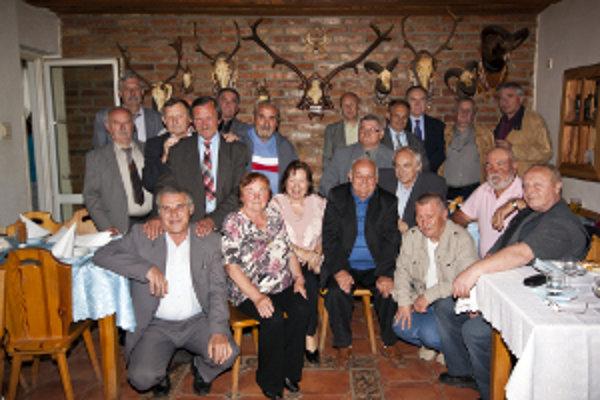 Spolužiaci sa stretli po 45 rokoch. Bolo to len druhé stretnutie po skončení ZŠ Nitra-Mlynárce.