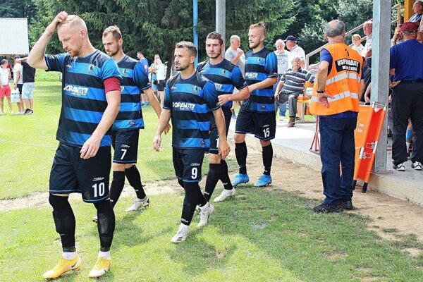 Dolnokubínski futbalisti predviedli proti Žarnovici gólový uragán.