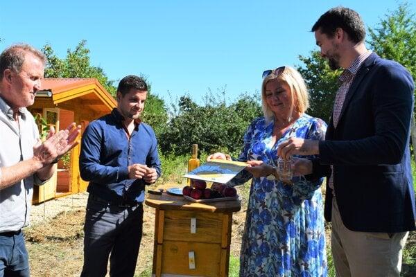 V priestoroch Mestských sadov v Lučenci pribudol Apidomček. Prví záujemcovcia by ho mali vyskúšať na jar budúceho roku.