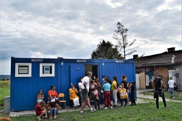 Dnes prebieha v Lučenci očkovanie marginalizovaných skupín obyvateľstva. Začalo na Rapovskej križovatke.
