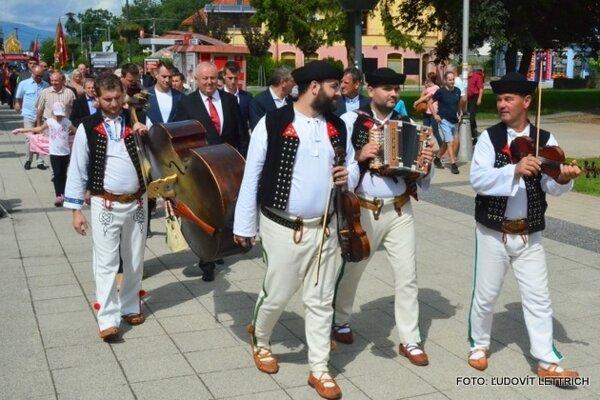 Dožinky v Turčianskych Tepliciach, nechýba ani tradičný sprievod mestom.