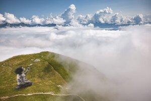Na leteckej snímke monumentálny land artwork s názvom Nový dych.