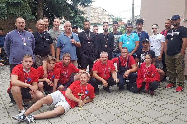 V Mikušovciach sa zabávali nielen pri kultúrnom programe, ale aj futbalovým turnajom, kde bol nakoniec každý účastník ocenený.