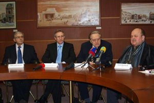 Ocenení umelci spolu so zakladateľmi Ceny Pavla Straussa - sprava Jozef Bednárik, Ladislav Burlas, Jozef Leikert a Jozef Strauss, syn Pavla Straussa.