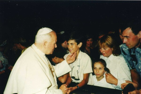 Ján Pavol II. a mladučký Juraj Vrábel.