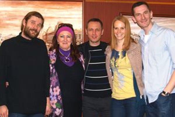 Na snímke zľava Miloslav Kráľ, Gabika Dolná, Svetozár Sprušanský, Eva Sakálová a Jakub Rybárik.