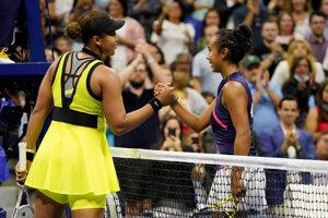 Naomi Osaková a Leylah Fernandezová na US Open 2021.