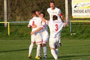 S číslom štyri Matej Bleho, autor oboch gólov KFC TIBI Horná Kráľová. Ten druhý strelil v poslednej minúte.