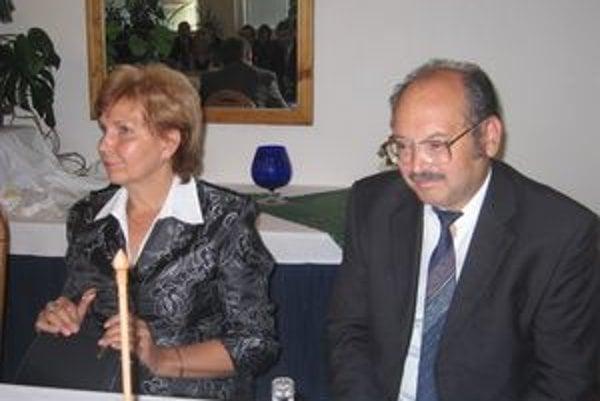 Niekdajší lídri. Na snímke sú Marta Damborská a Štefan Slováčik, dnes už bývalý člen SNS.